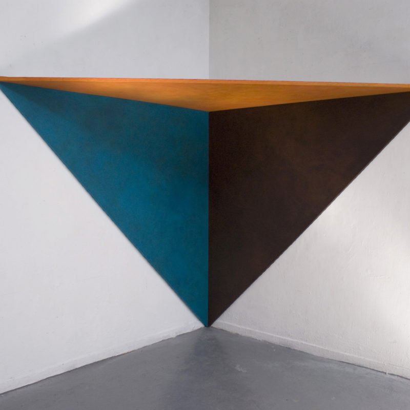 Grand angle triangle